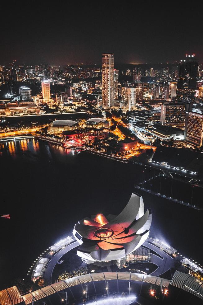 bovenaanzicht van stadsgebouwen foto