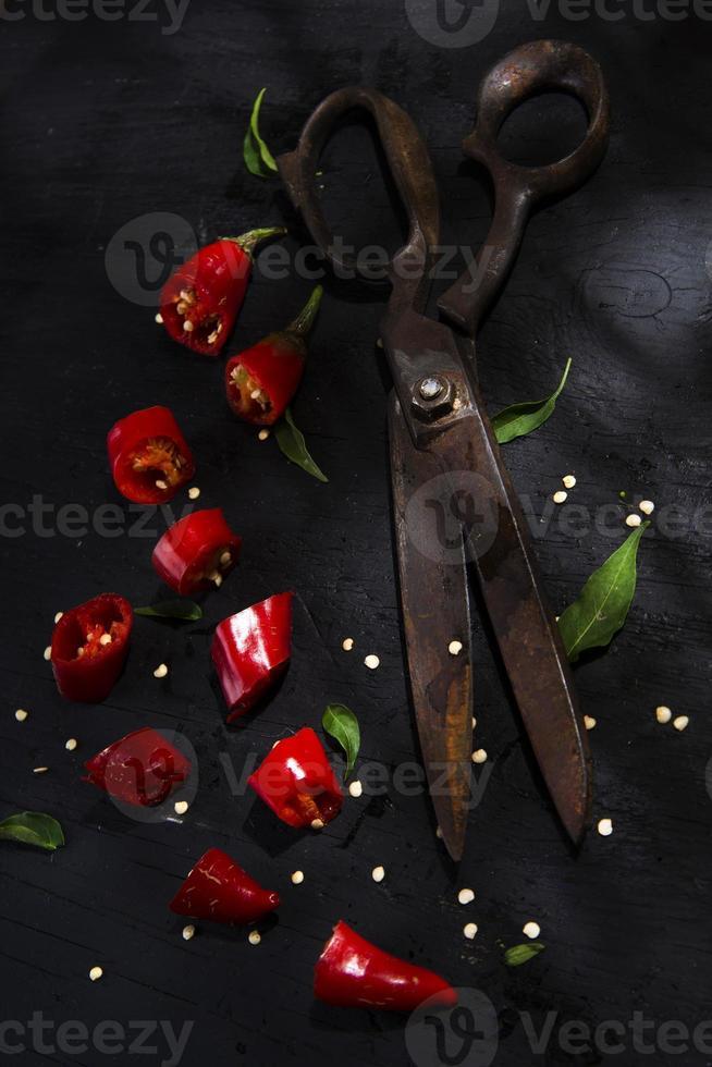 snijd de rode paprika foto