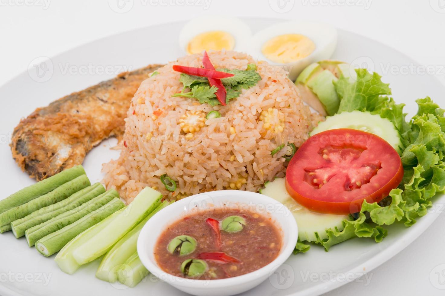 chilipasta met gebakken makreel en plantaardig Thais eten foto