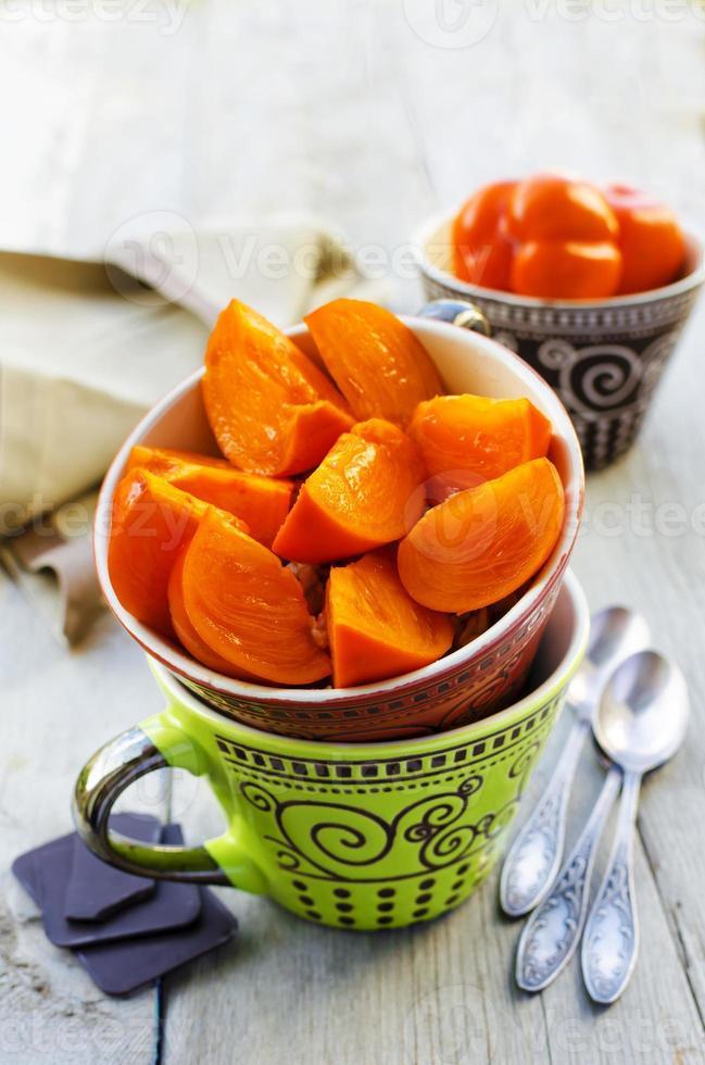 ontbijt met havermout, persimmon en chocolade foto