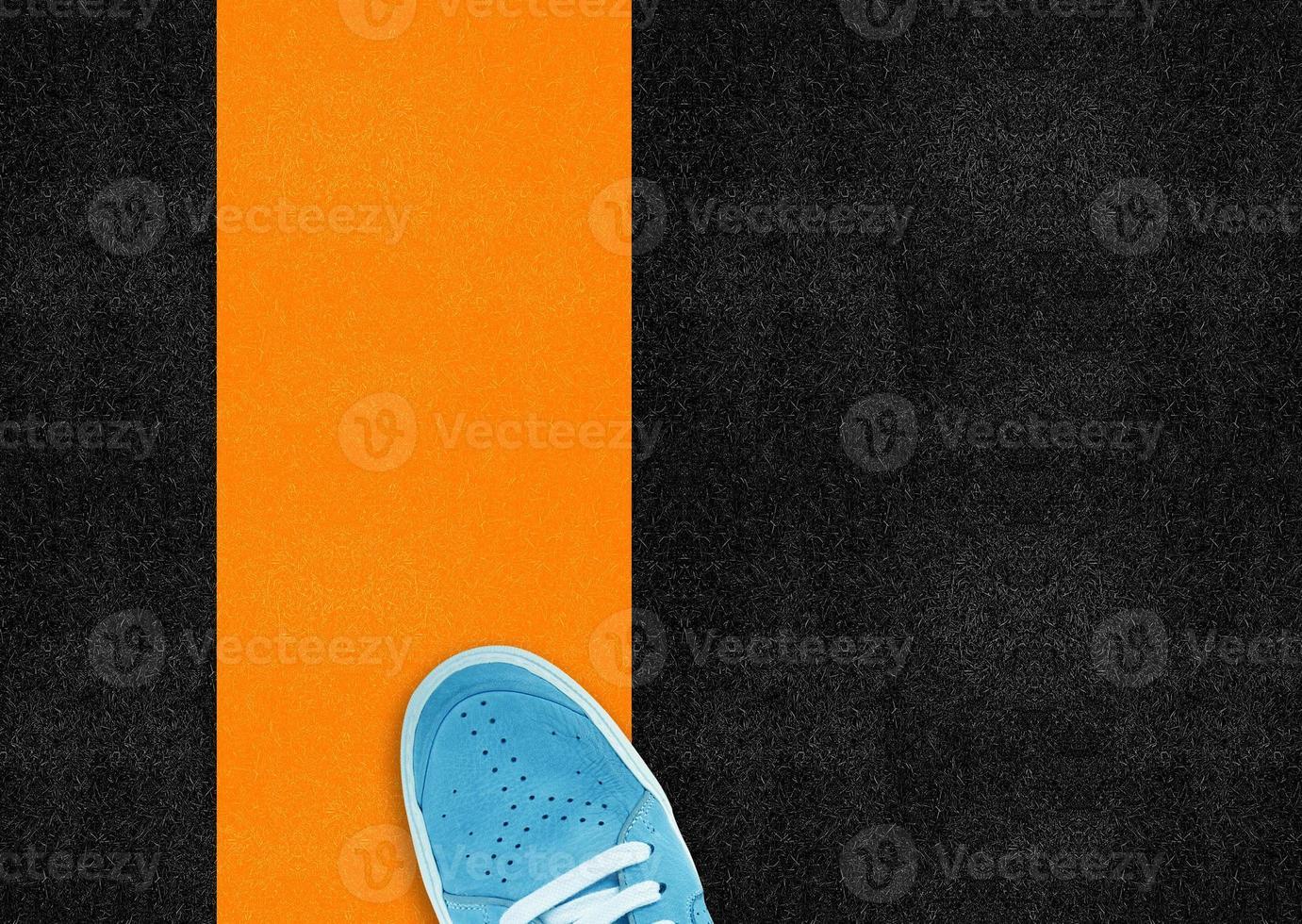 blauwe sportschoen foto