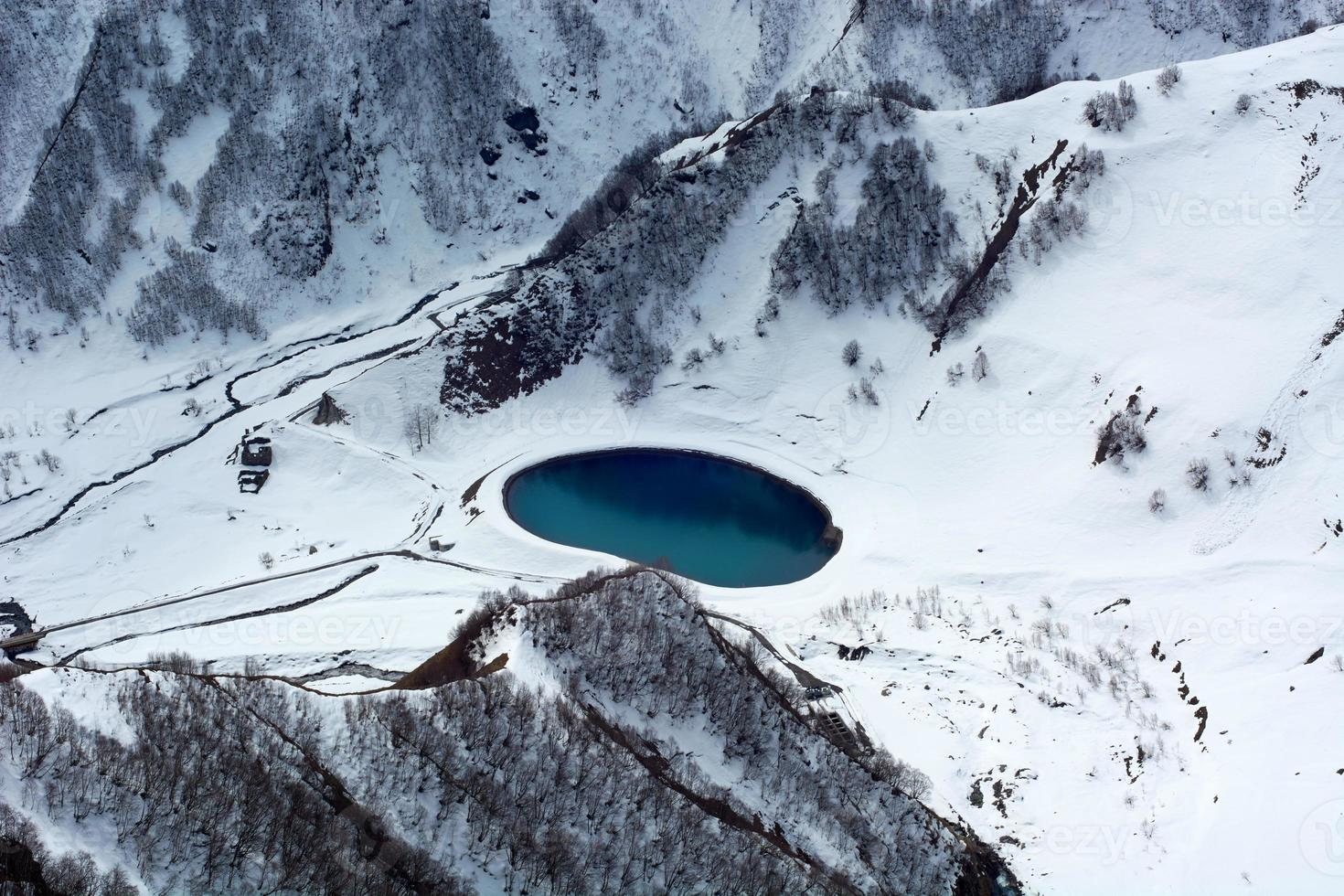 meer in de bergen, Georgië foto
