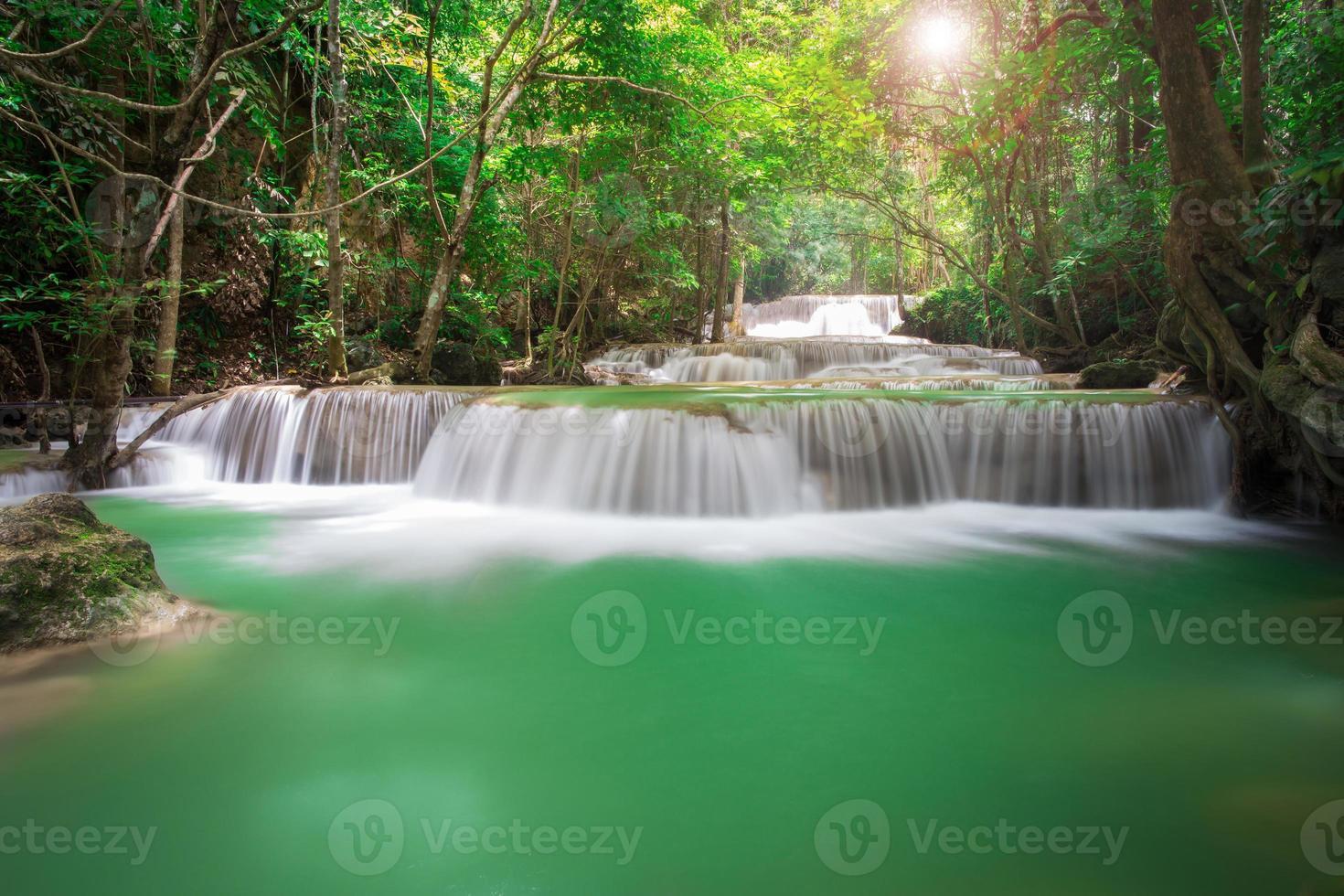 thailand waterval in kanchanaburi (huay mae kamin) foto