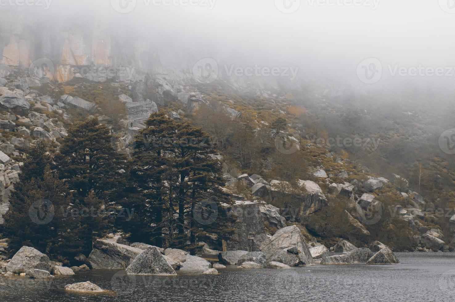 laguna negra meer, soria, spanje foto