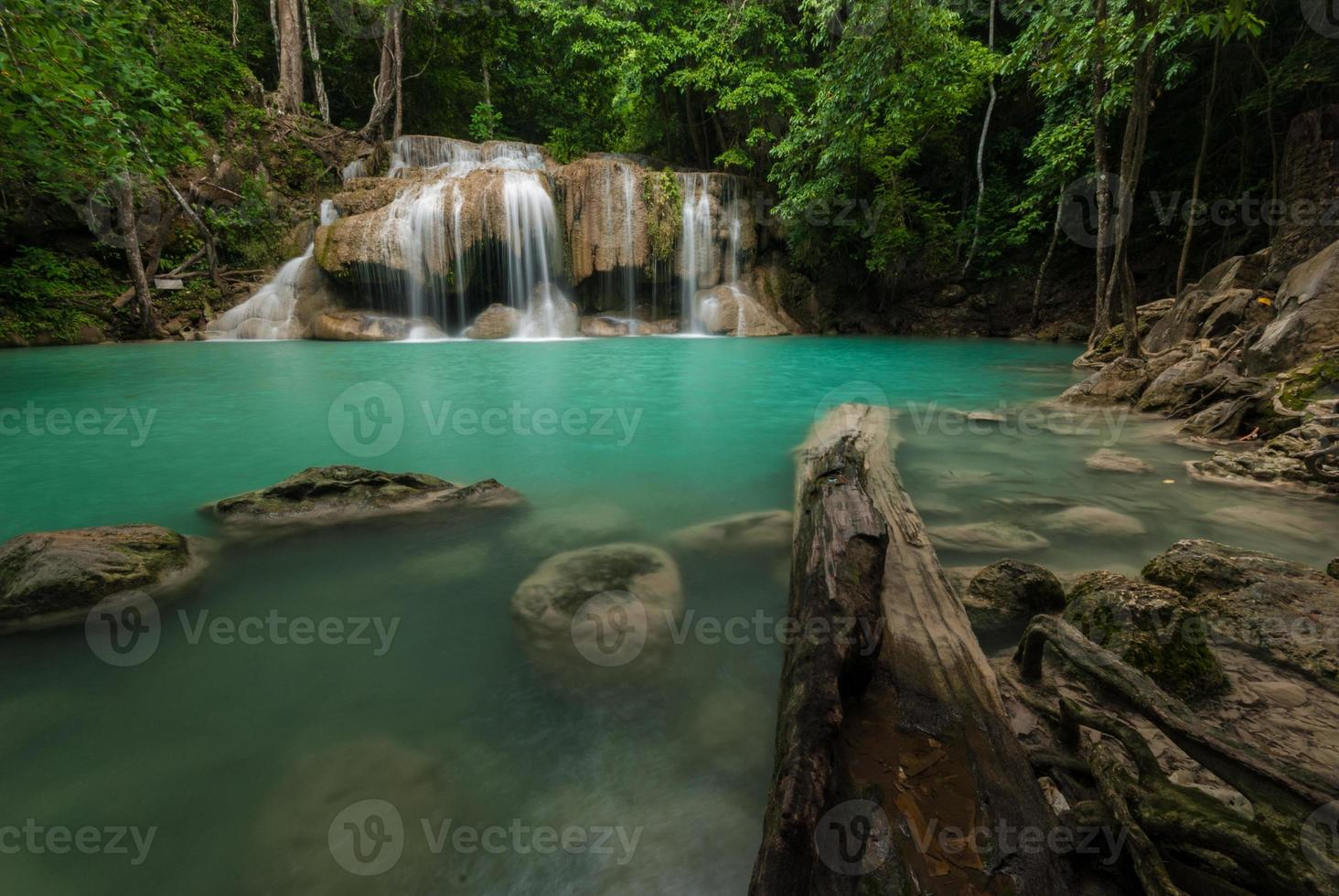erawan waterval in kanchanaburi, thailand foto