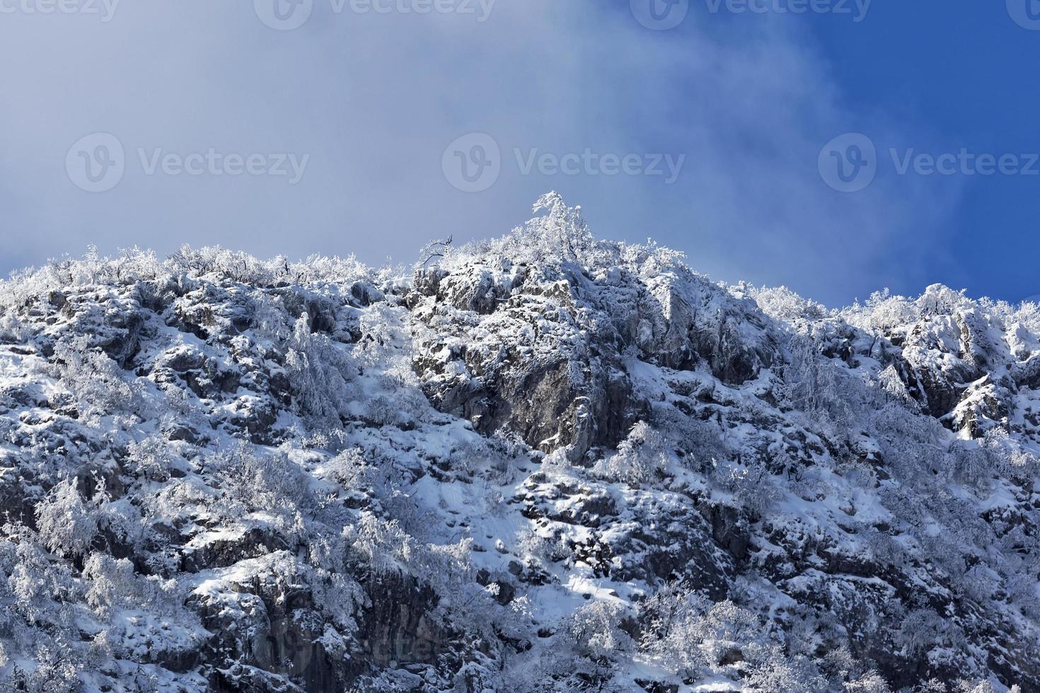 rtanj berg in de winter 15 foto