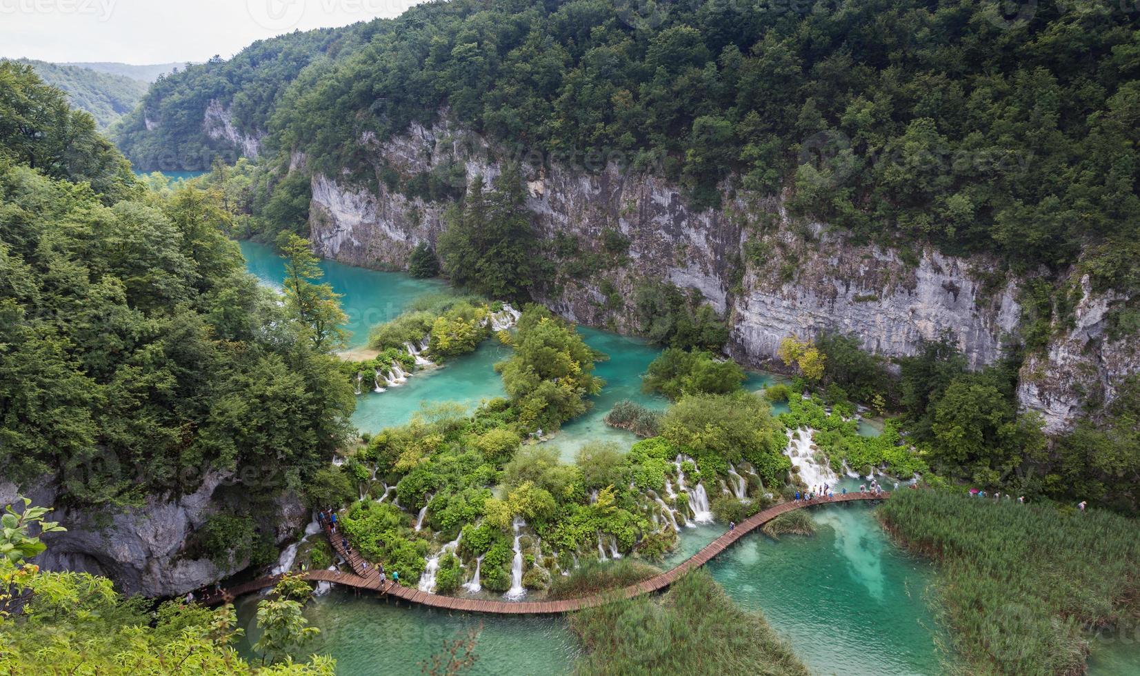 adembenemend uitzicht in het nationaal park Plitvice meren. kroatië foto