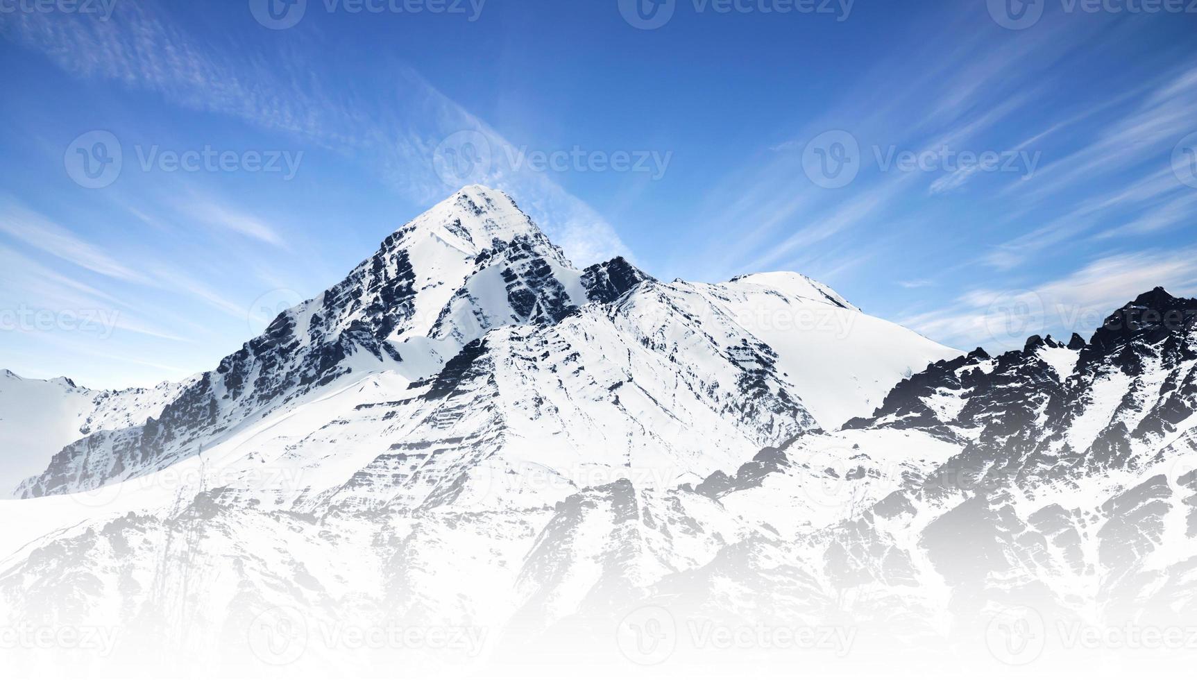 sneeuw bergketen foto