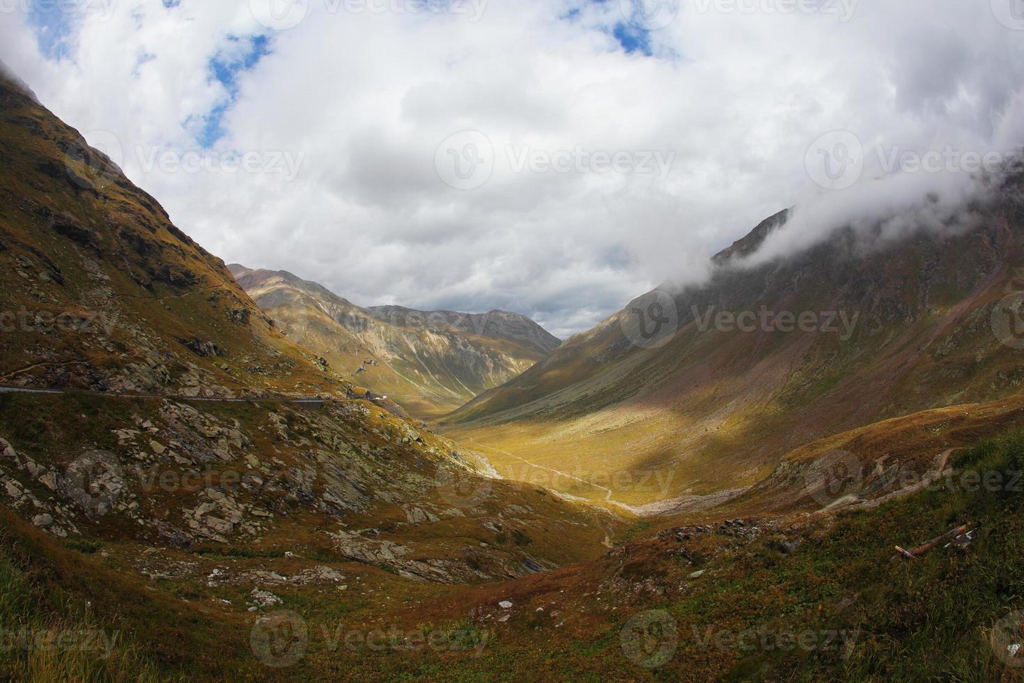 de vallei in de bergen foto