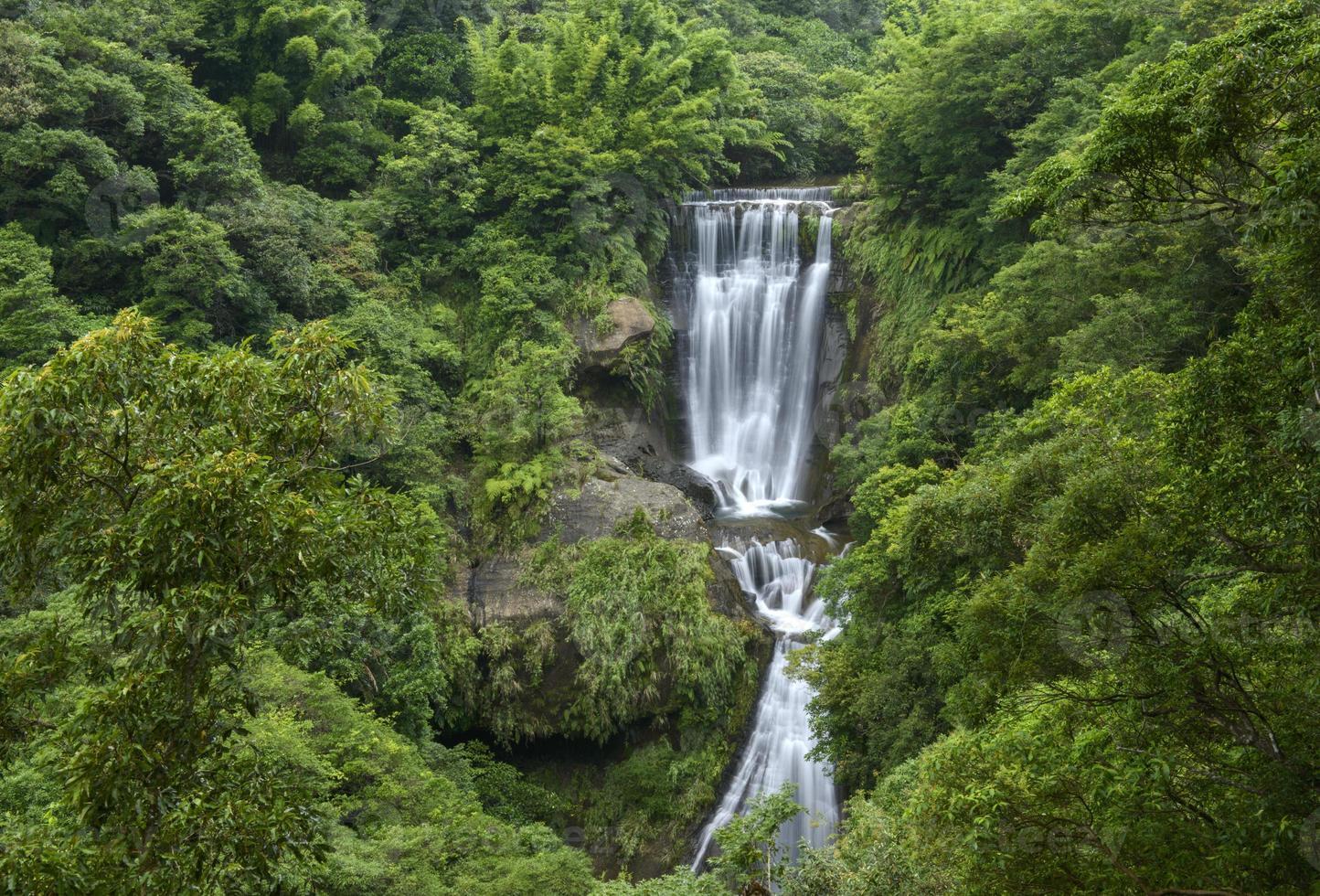 waterval in de berg foto