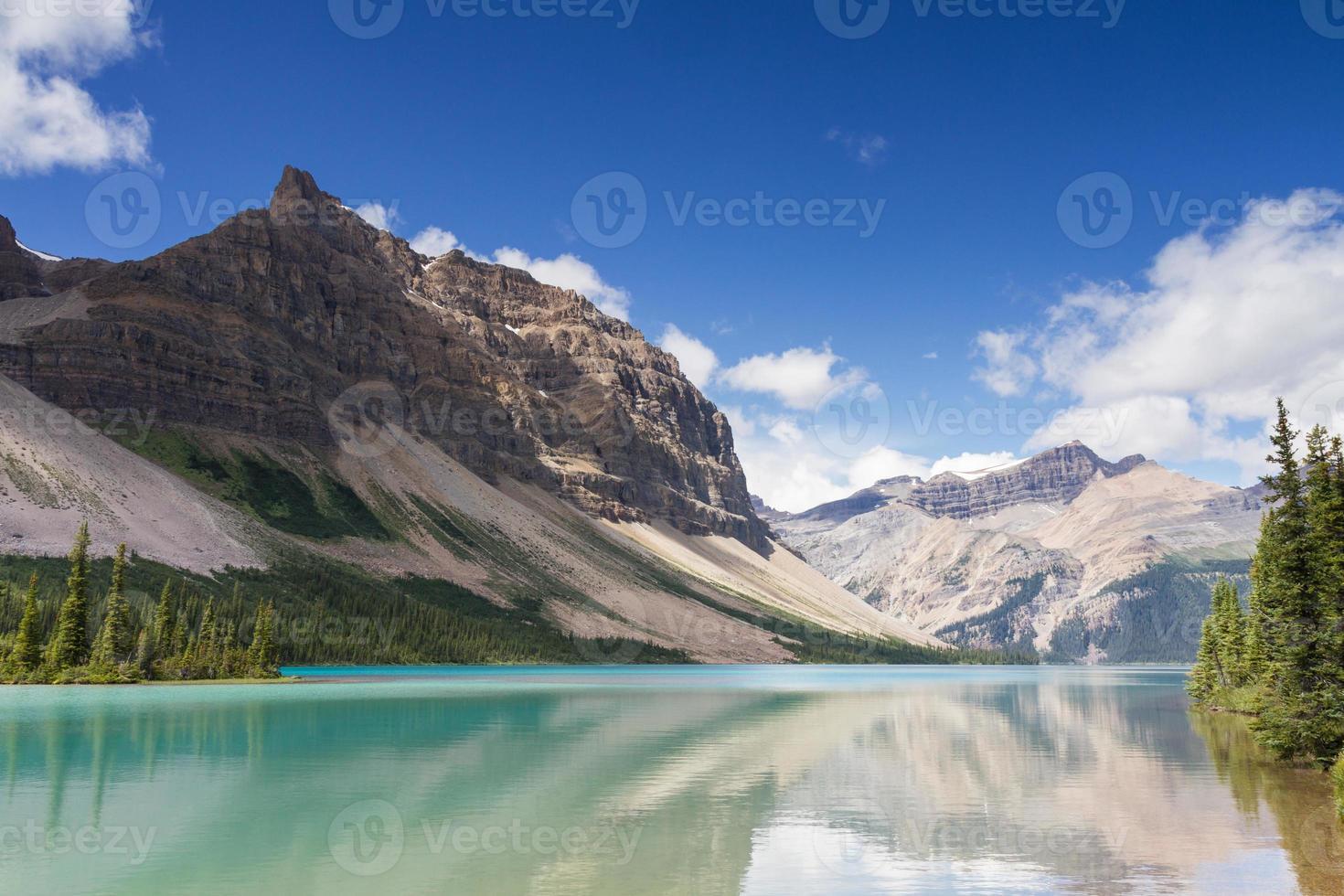 reflecties bij Bow Lake foto