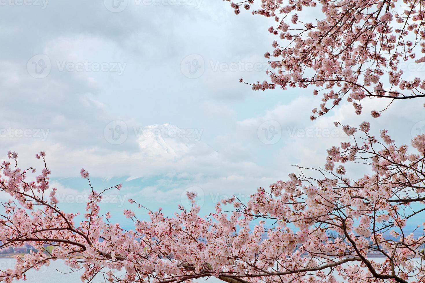 vreedzame berg fuji in de lente, kawaguchi, japan foto