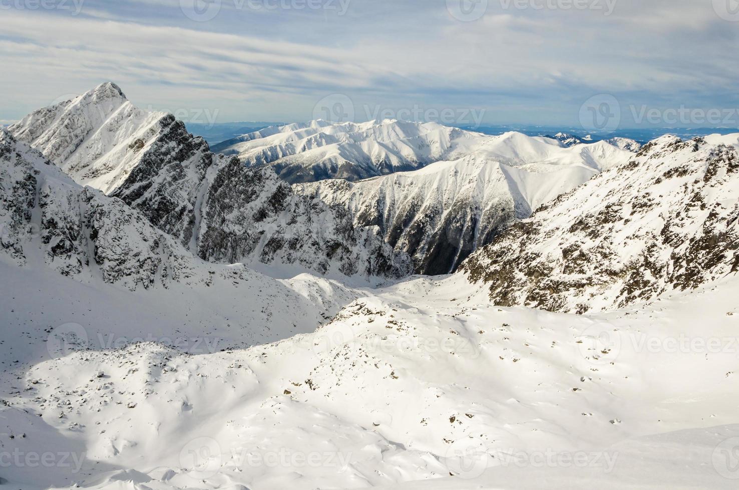 winter in de bergen is prachtig foto