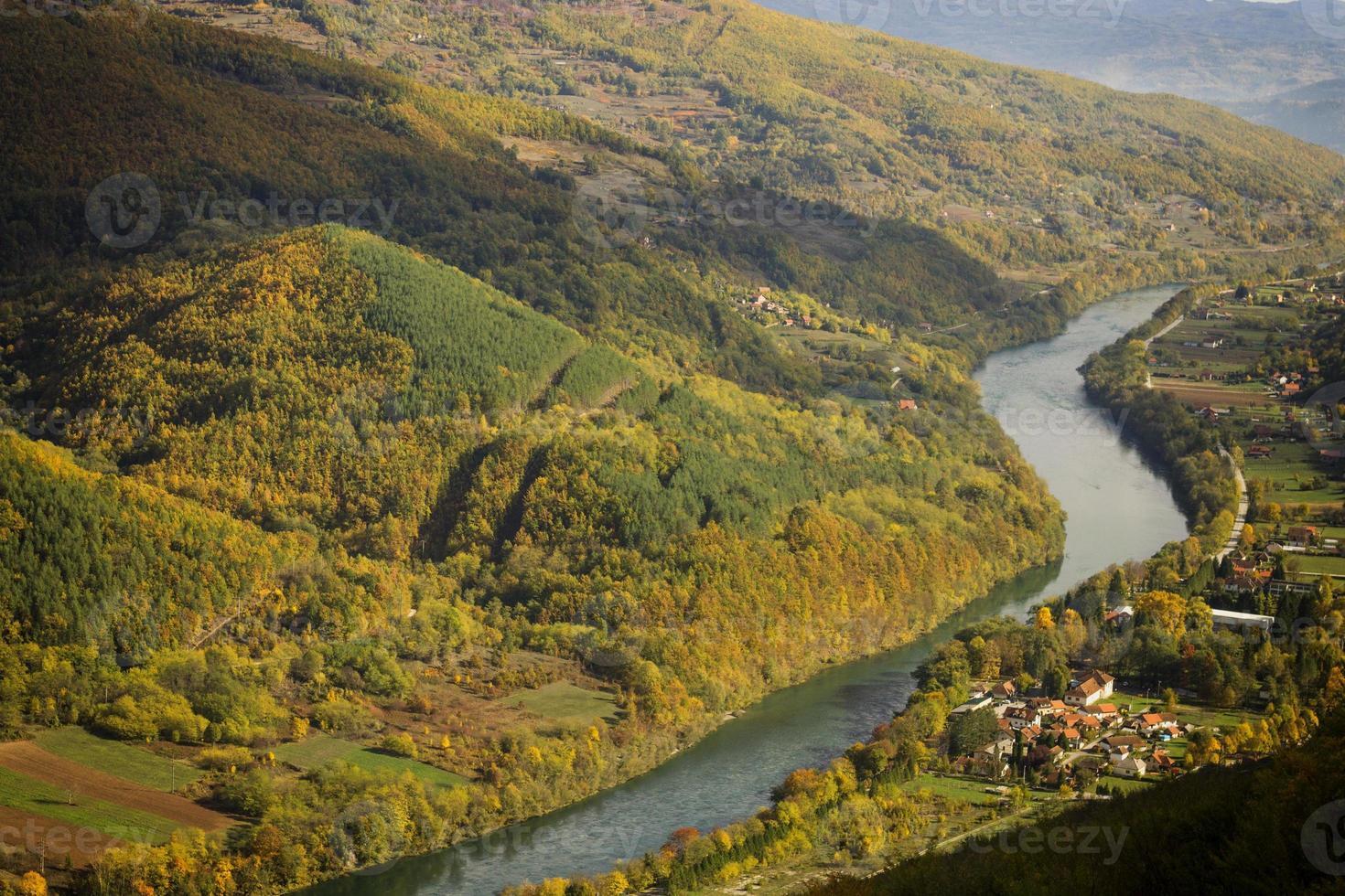 berg tara en drina rivier foto