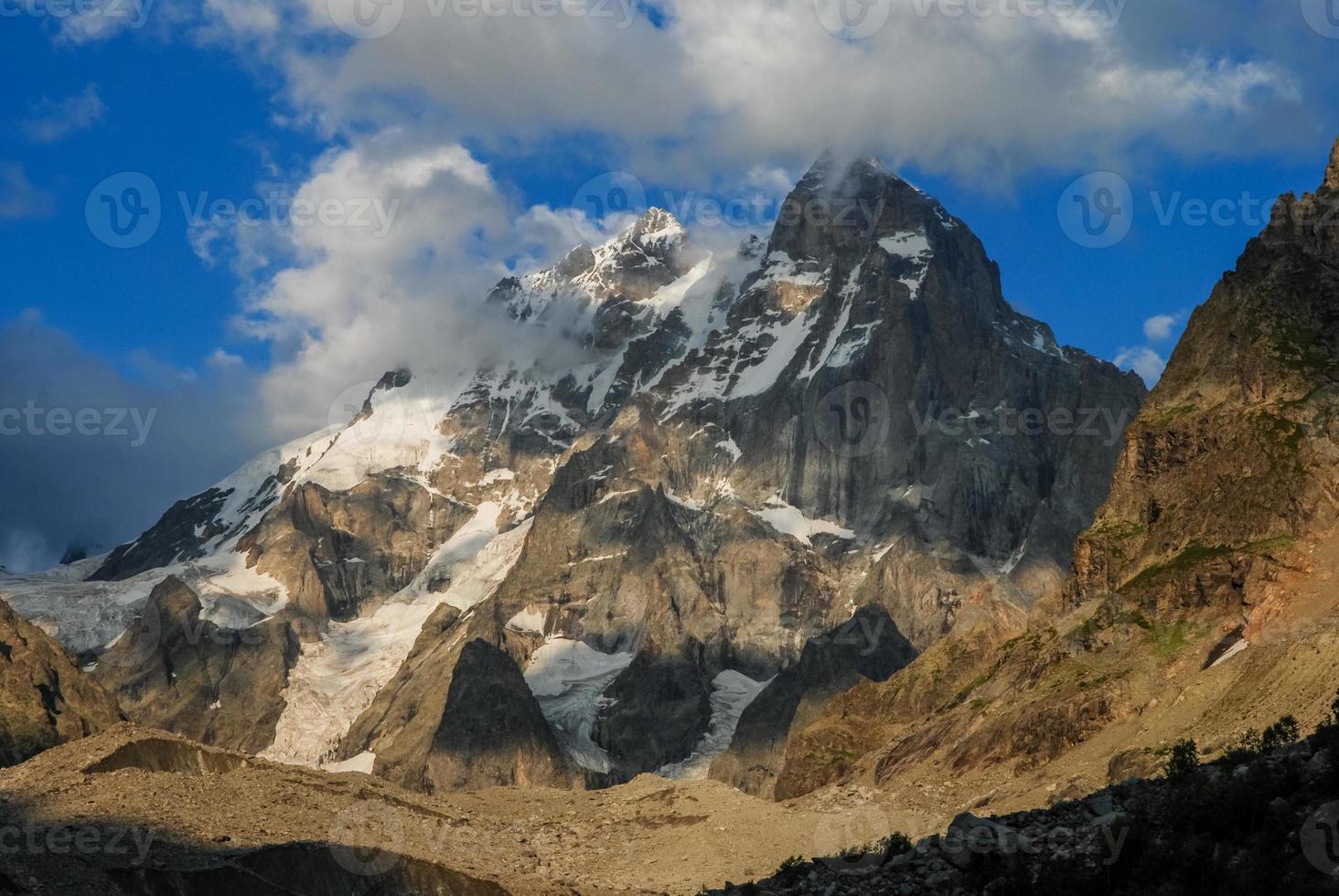 bergen, de noordelijke Kaukasus. foto