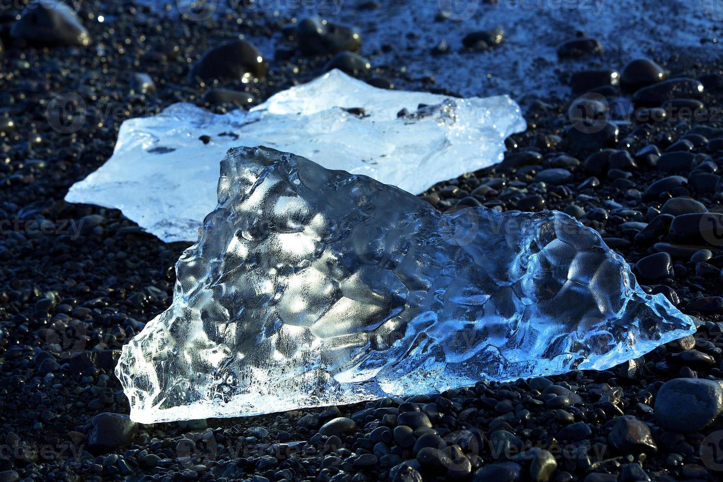 ijsschotsen bij gletsjerlagune jokulsarlon foto
