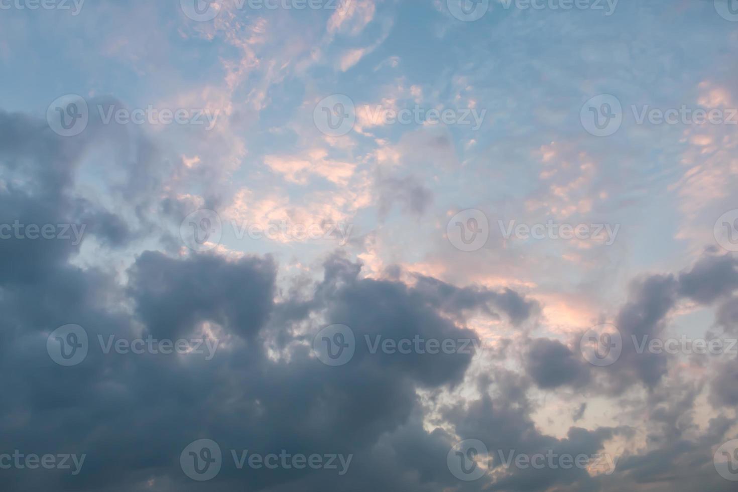 bewolkte luchten foto