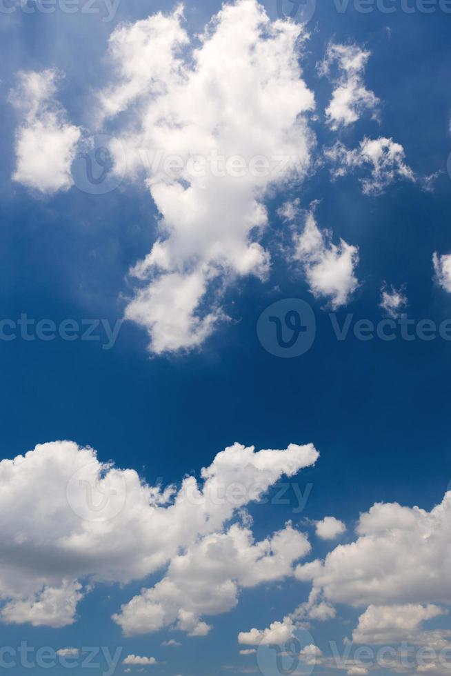 wolken en blauwe lucht in tokyo. foto