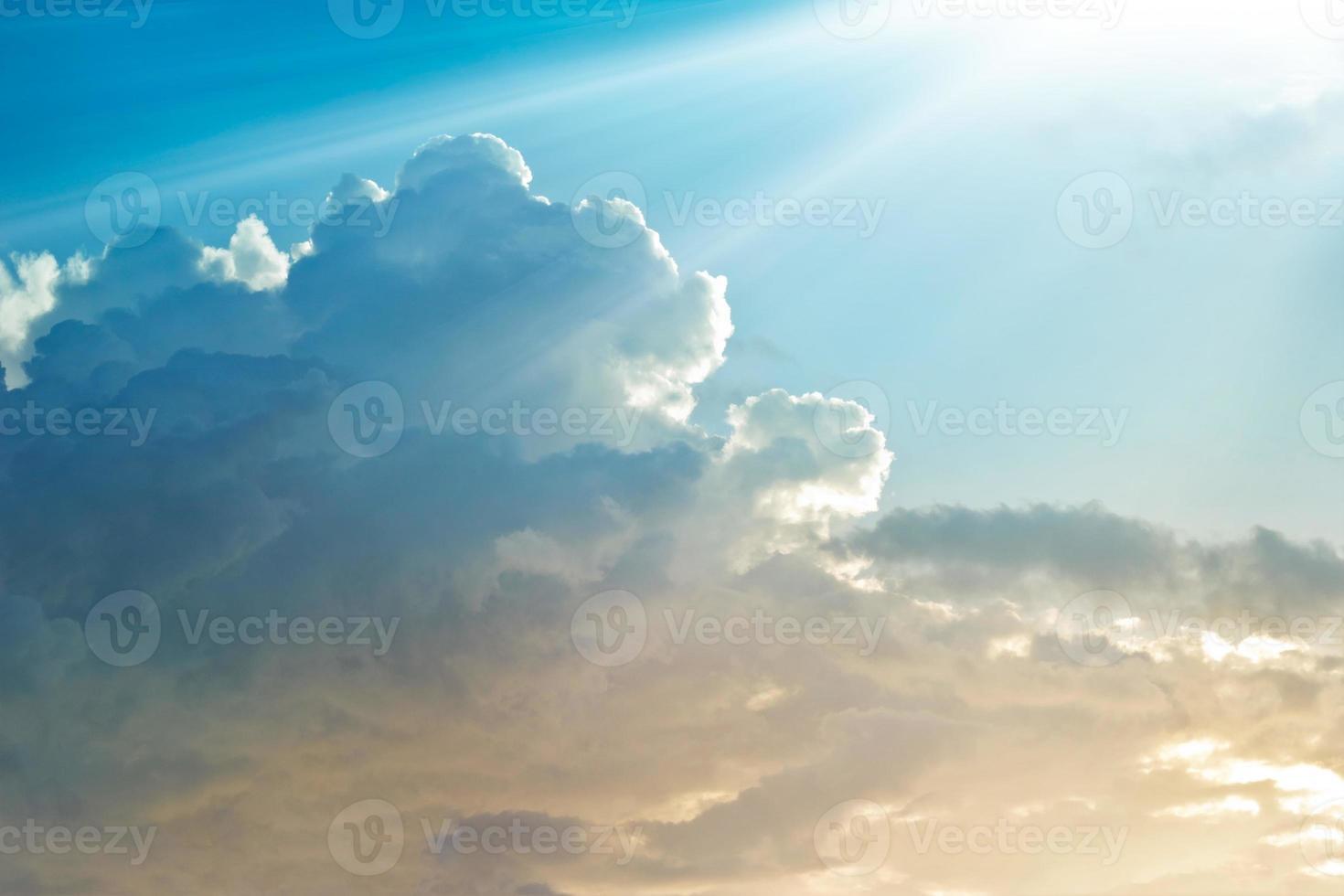 abstracte levendige kleurrijke wolk aan de hemel foto