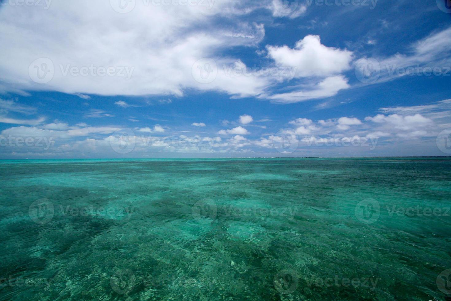Caraïbisch water en lucht - turkoois en blauw foto