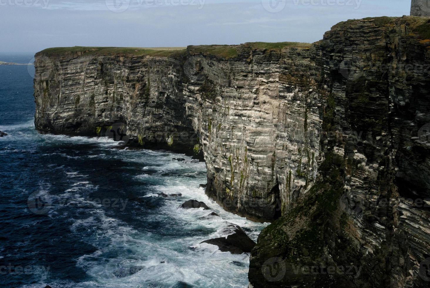 granieten kliffen in orkney foto