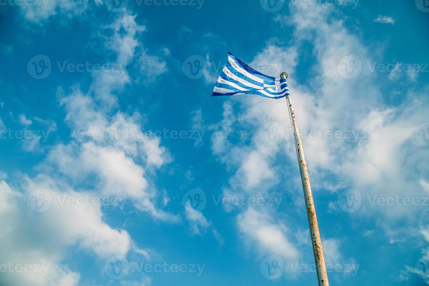 griekenland vlag op de vlaggenmast foto