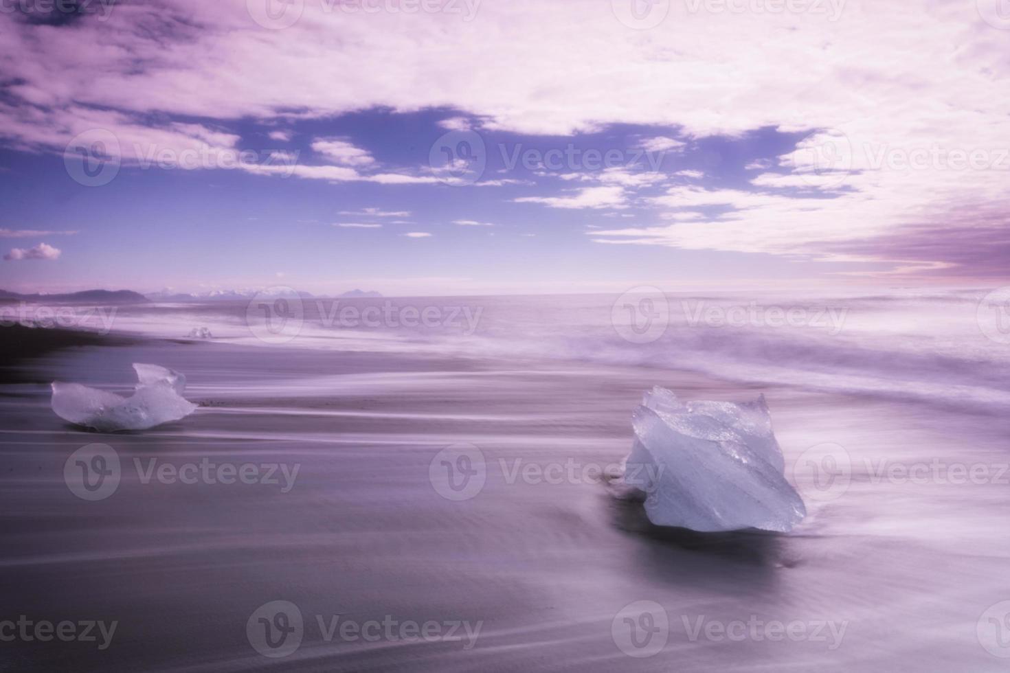 ijs op het strand - gletsjerlagune IJsland foto