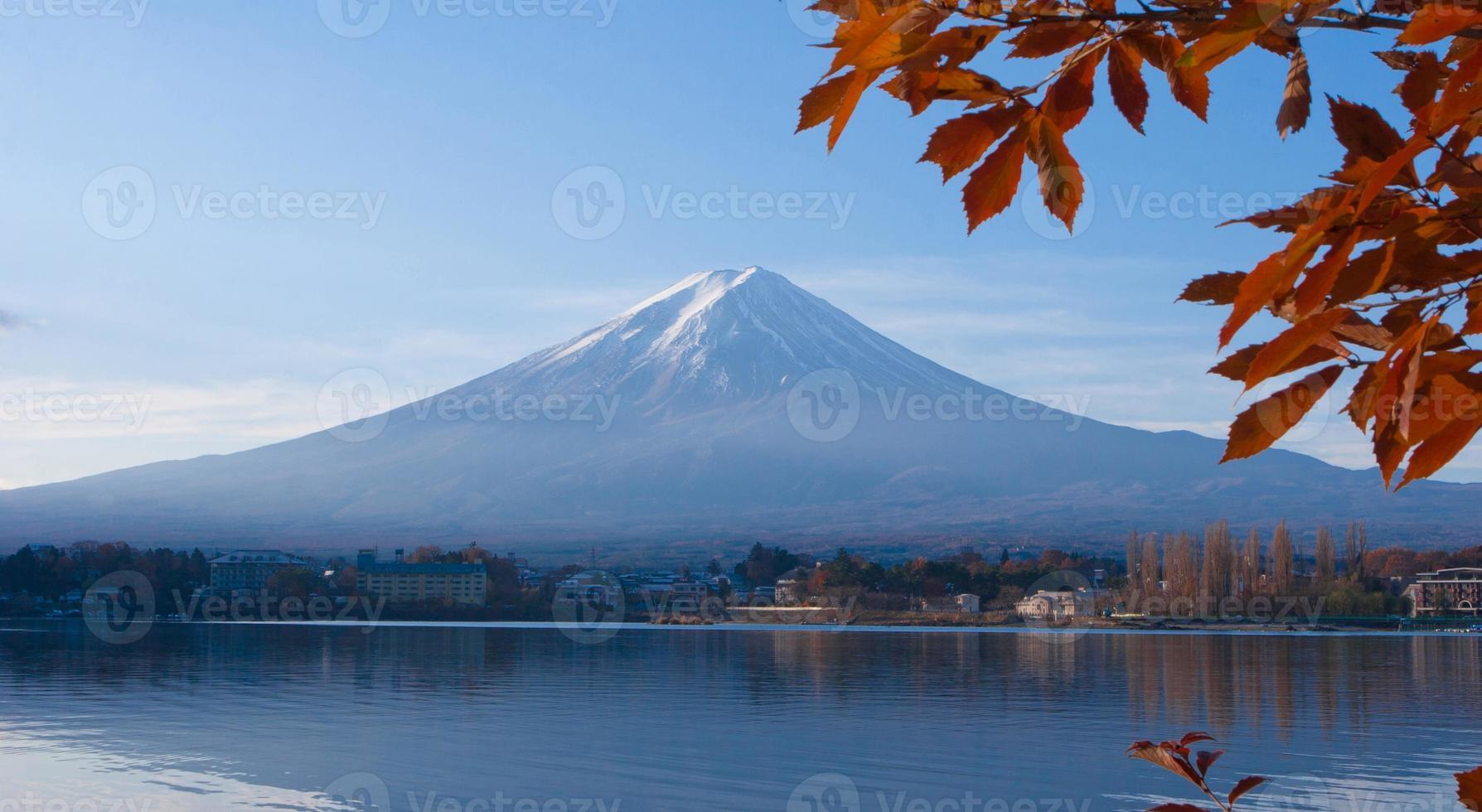 mt. fuji vanuit het uitzicht op het meer Kawaguchi foto