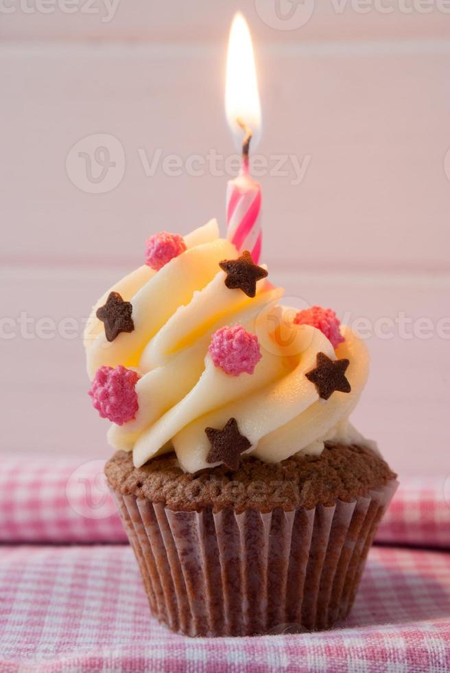 vier je verjaardag met een cupcake foto