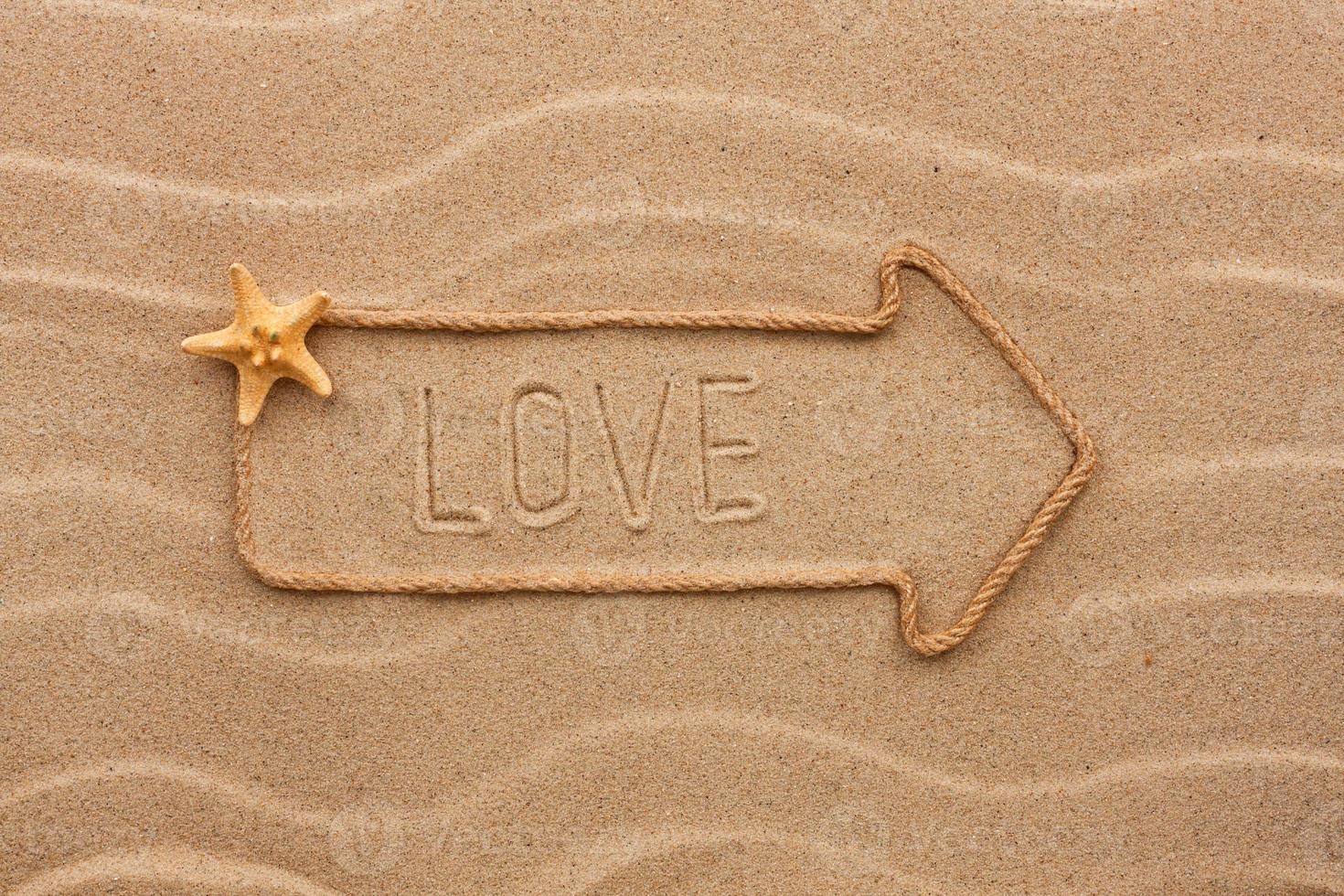 aanwijzer gemaakt van touw met een inscriptie liefde, met zeester foto