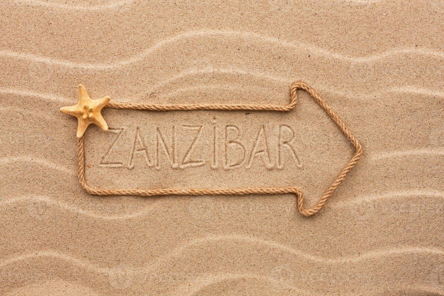 pijl gemaakt van touw met het woord zanzibar foto