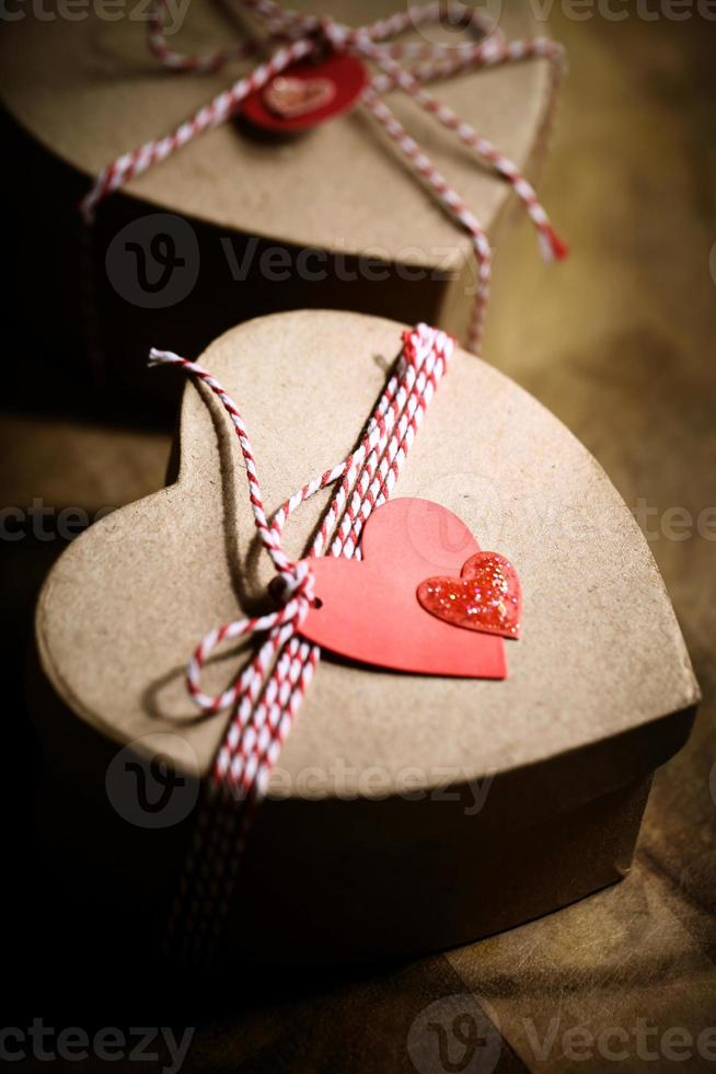 geschenkdozen met hartmarkeringen foto