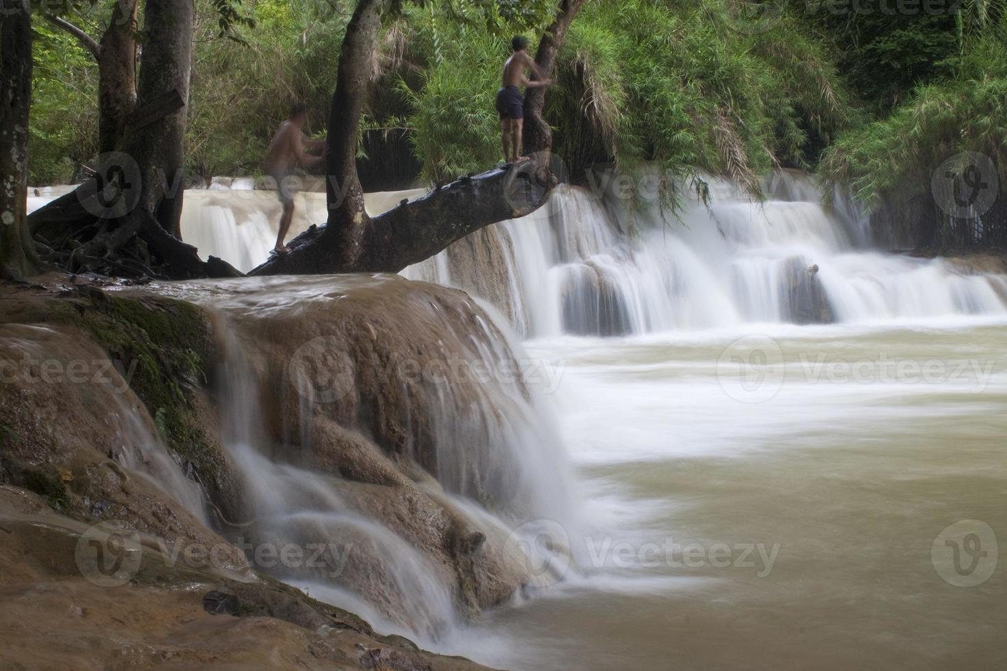 tat kuang si waterval foto