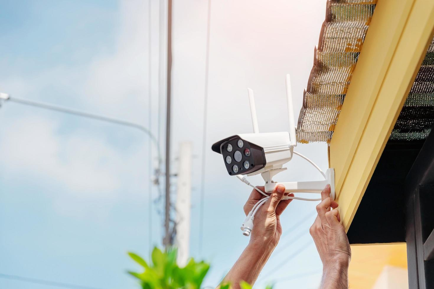 een beveiligingscamera installeren foto