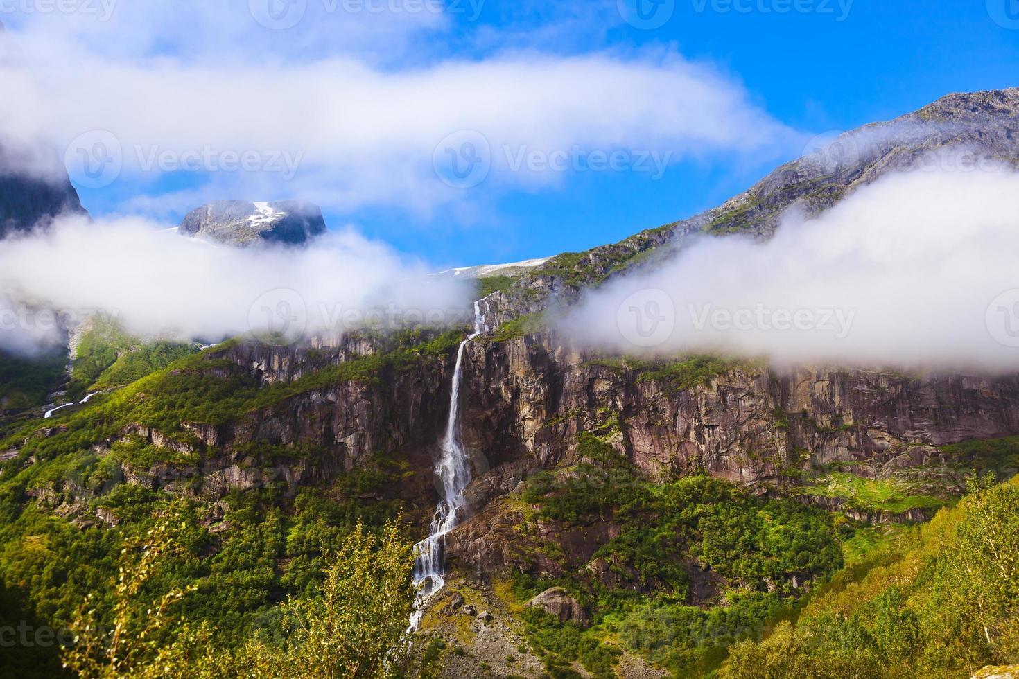 waterval bij Briksdal-gletsjer - Noorwegen foto