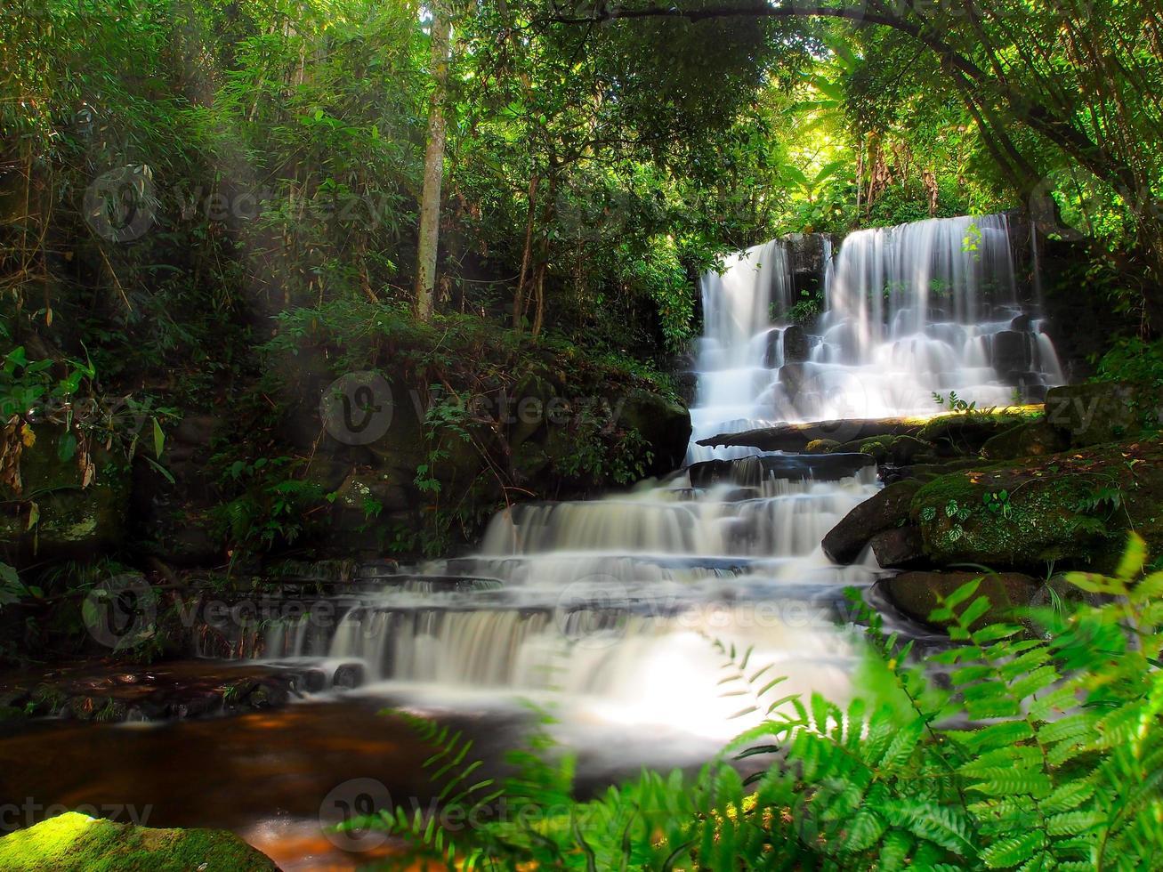 mundang waterval, petchaboon, thailand foto