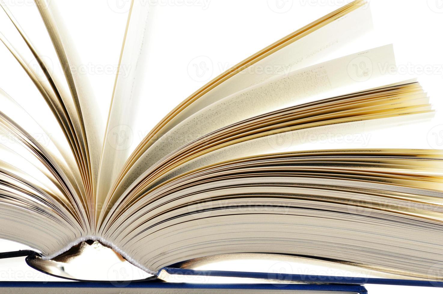 compositie met hardcover boeken in de bibliotheek foto