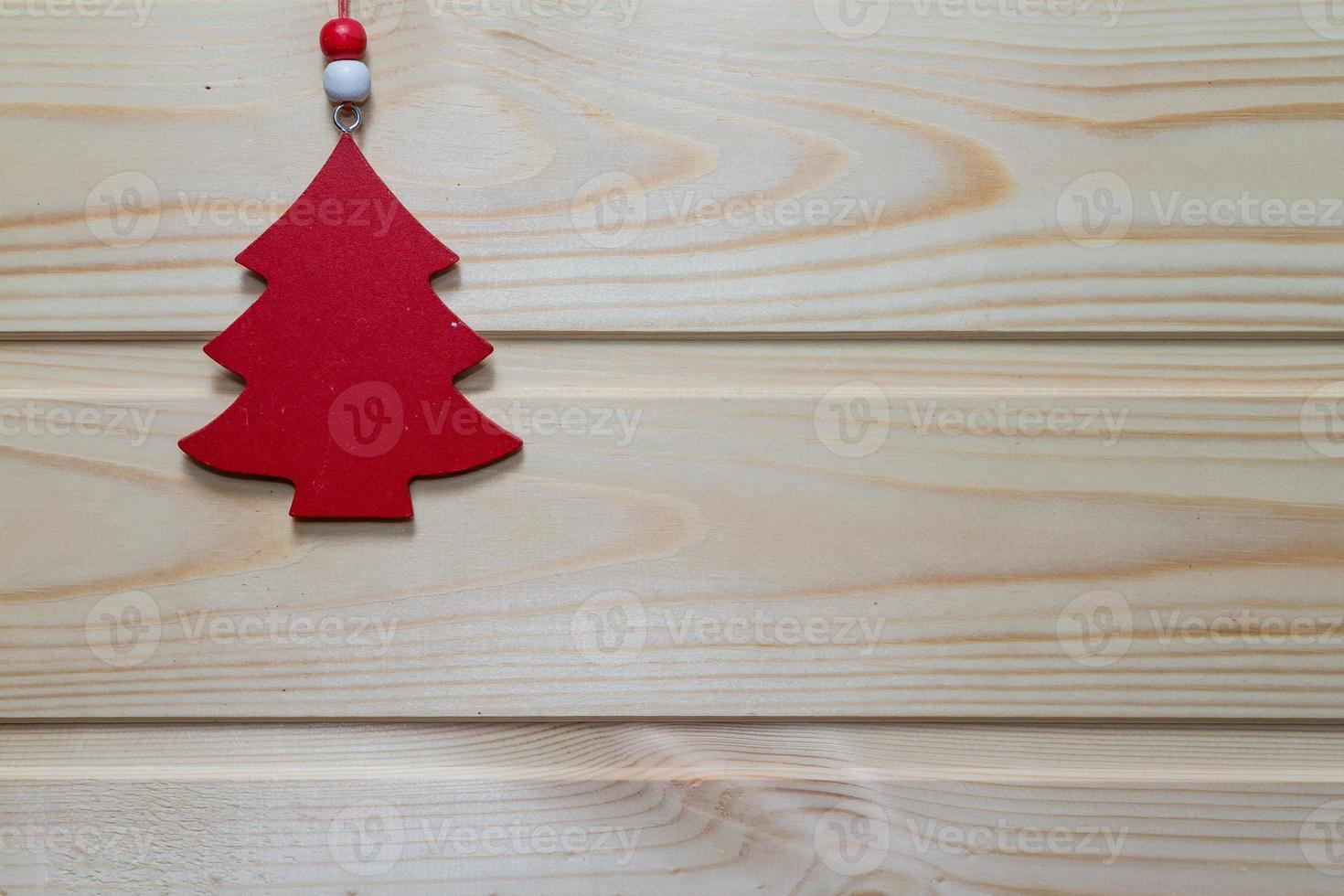Kerst houten achtergrond versierd met speelgoed. foto
