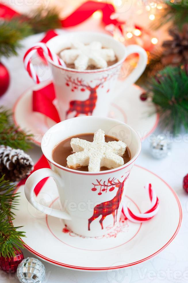 warme chocolademelk met marshmallows foto