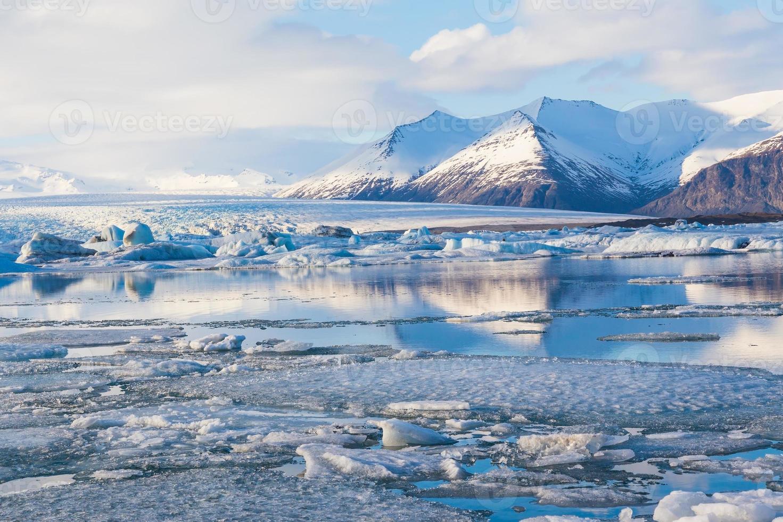 schoonheid van de jokulsarlon-lagune in ijsland foto