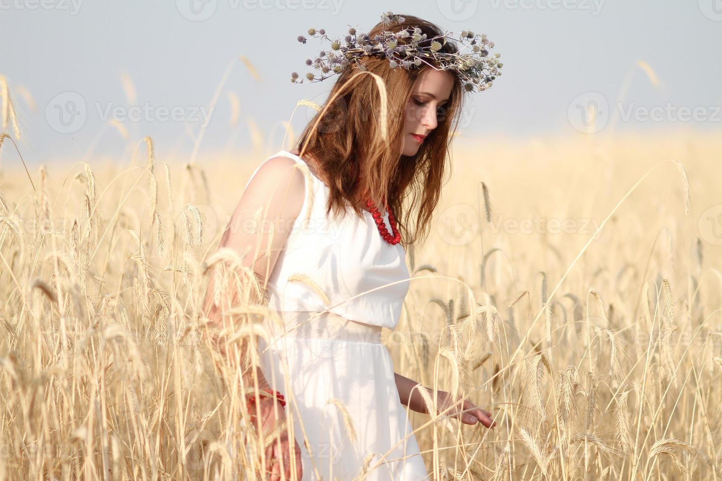 meisje in het veld foto