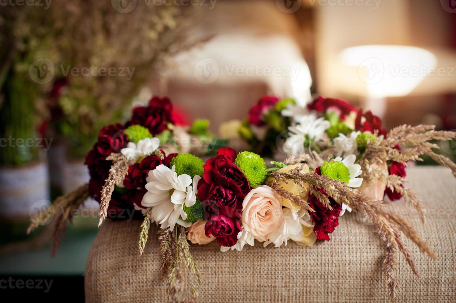 mooie bruiloft krans op tafel foto