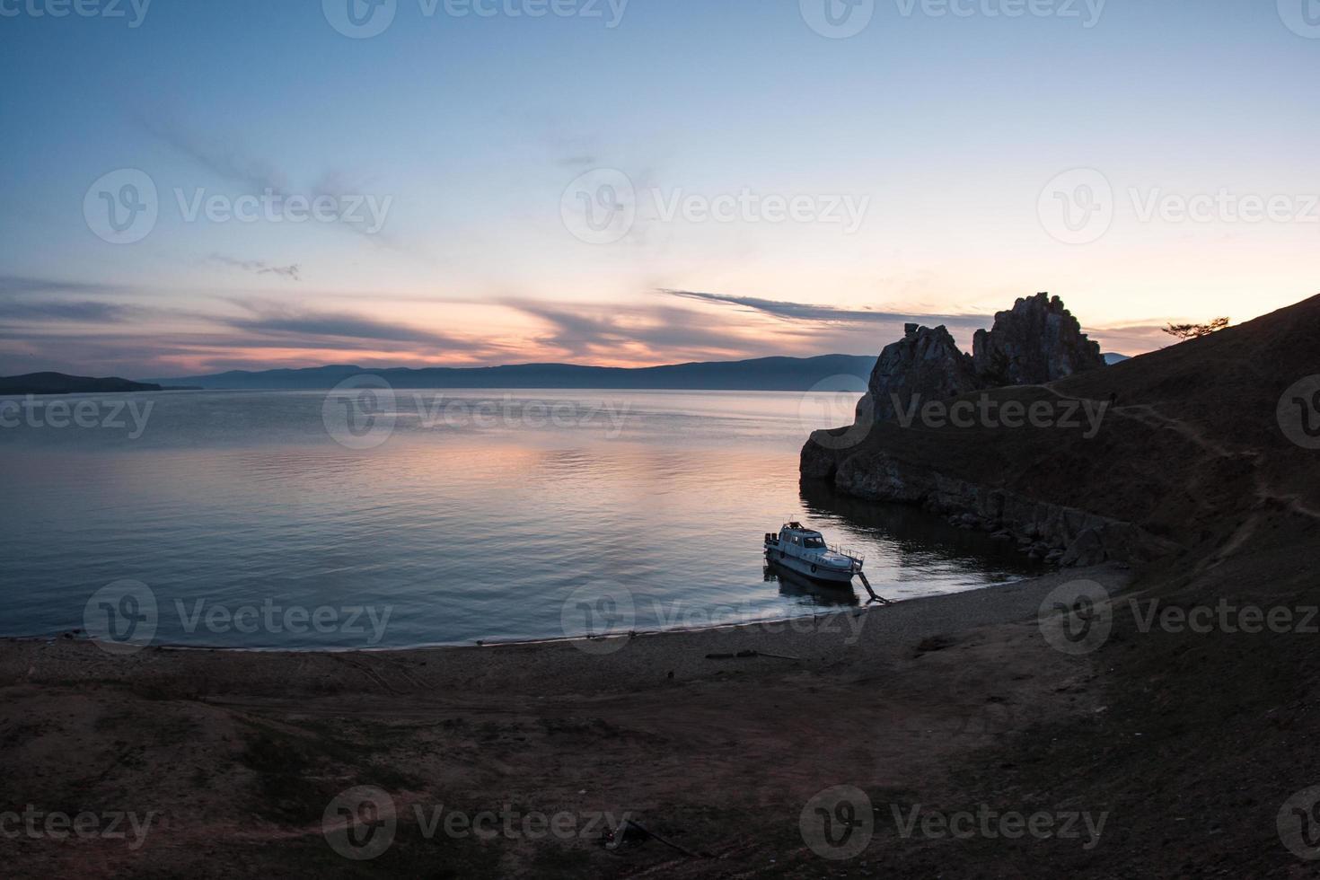 laat zonsonderganglandschap, baikal, rusland foto