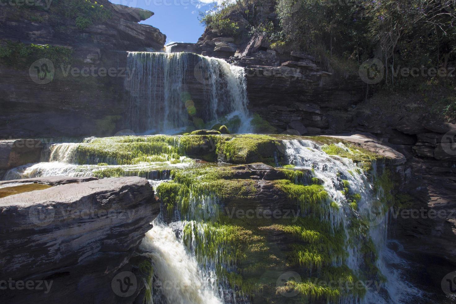 waterval in de lagune van canaima, venezuela foto