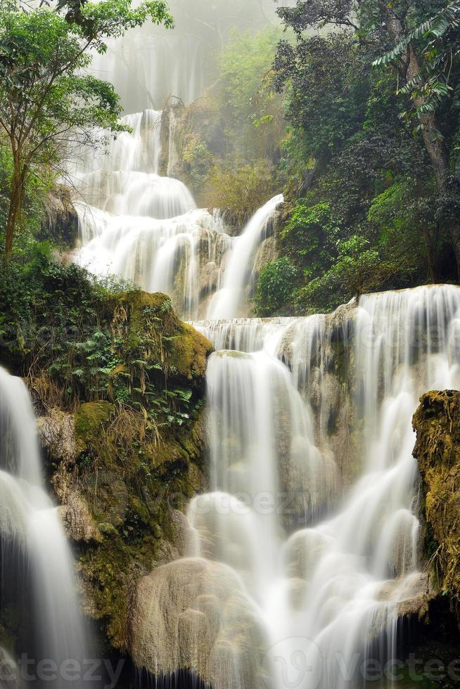 kuang si waterval, luang prabang, laos foto