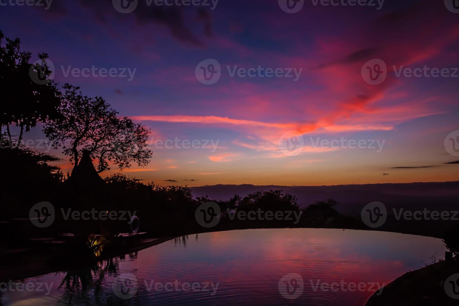 uitzicht op zonsopgang op het Manyara-meer foto