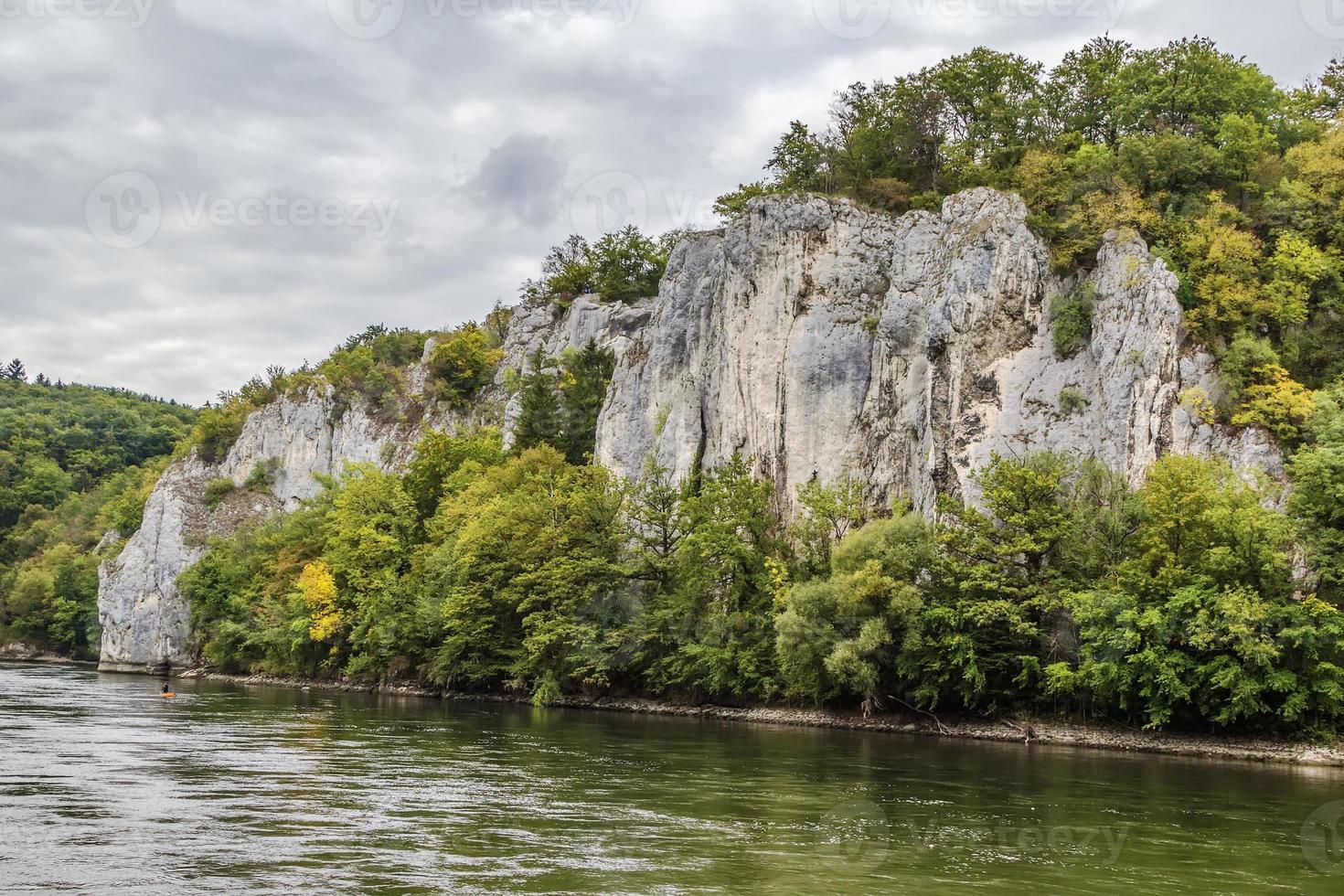 de rotsachtige oevers van de Donau, Duitsland foto