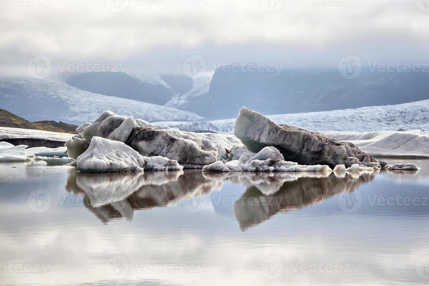 gletsjerlagune van fjallsarlon, ijsland foto