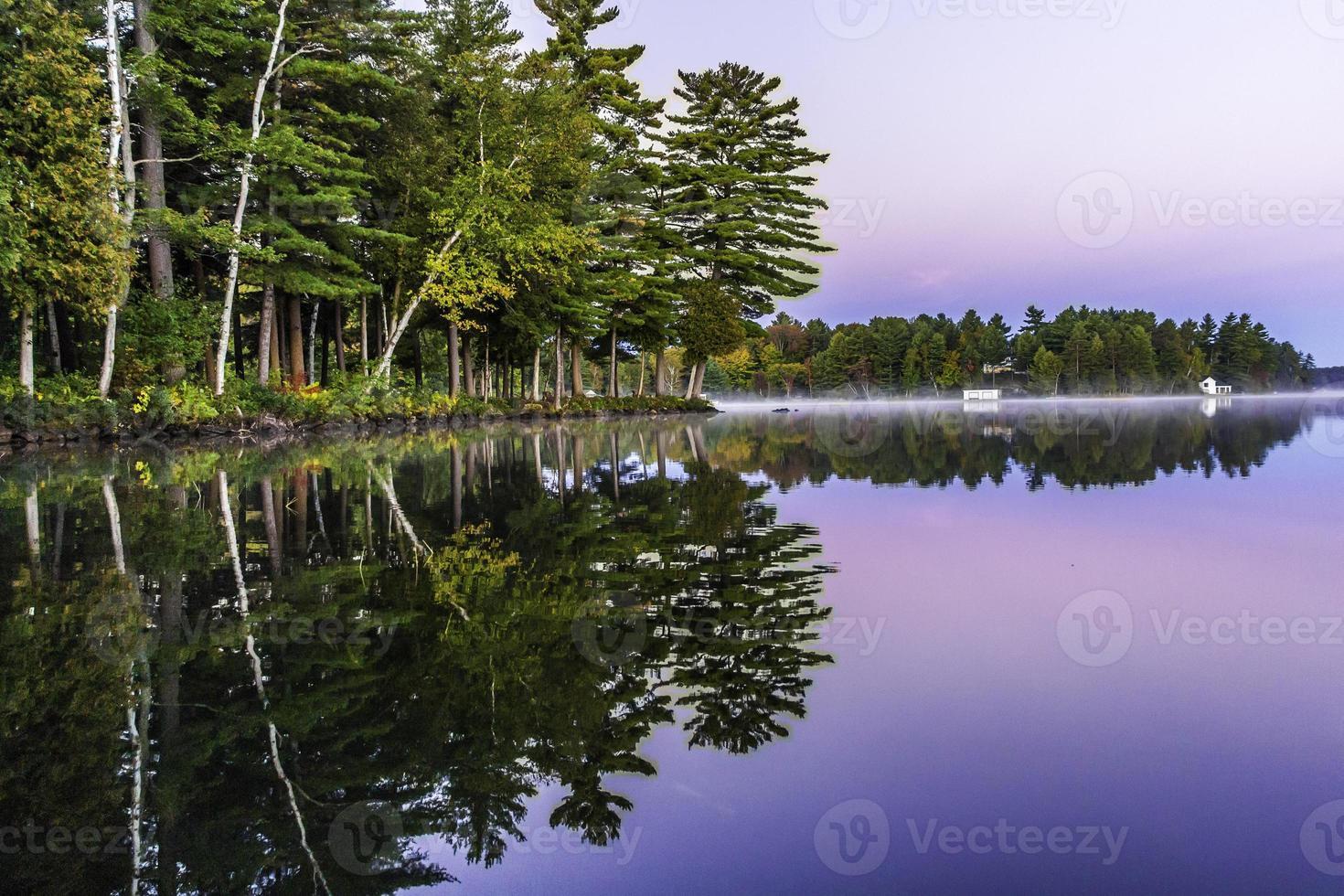 muskoka ochtend op het meer foto