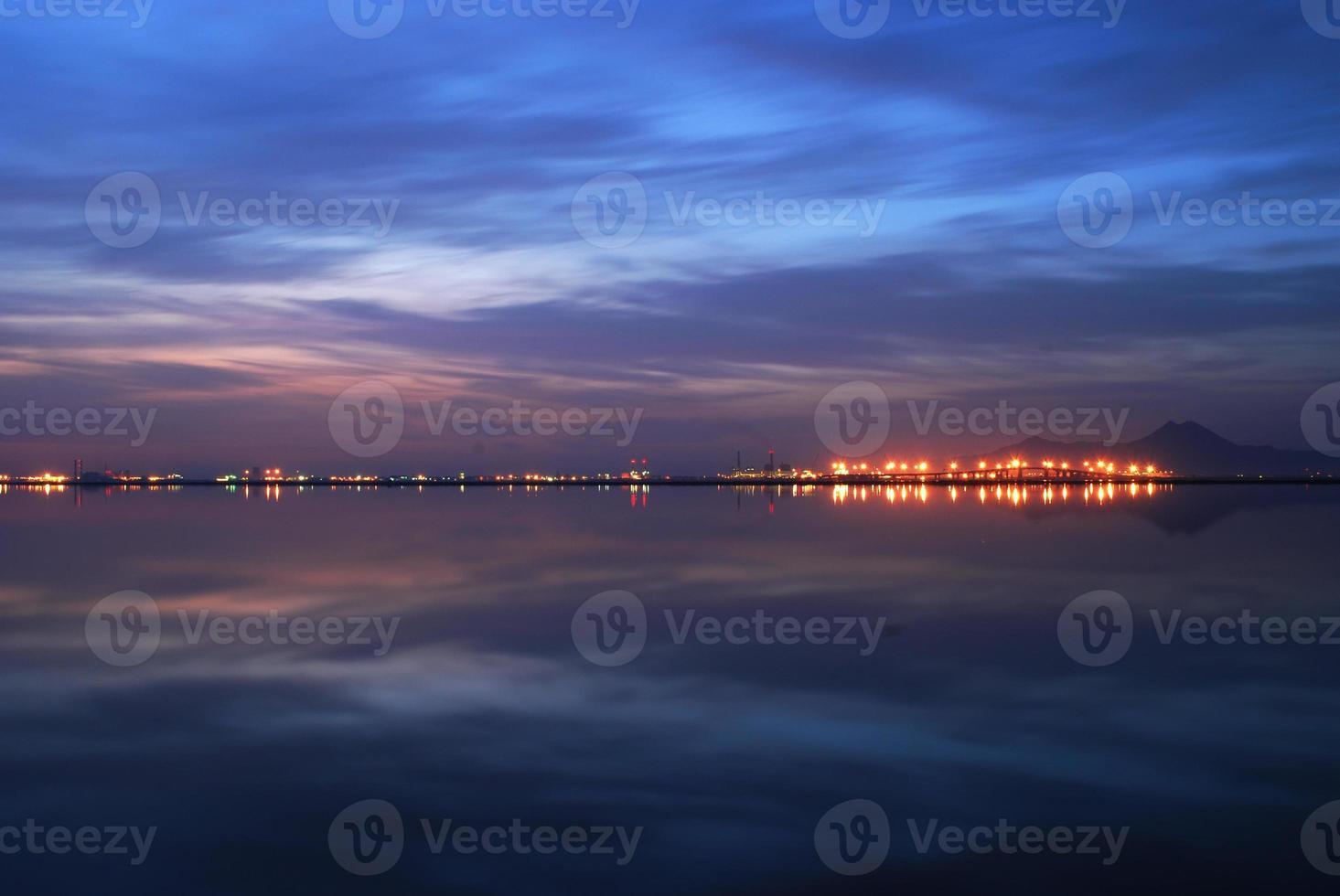 sunruse bij het meer van Tunis foto